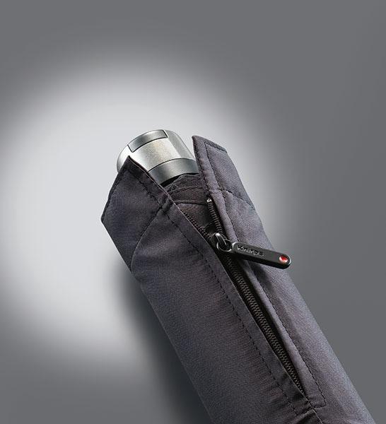 Regenschirm mit Schutzhülle